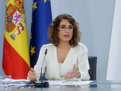 La ministra de Hacienda, María Jesús Montero, en la rueda de prensa tras presentar el proyecto de Presupuestos. EFE/Zipi