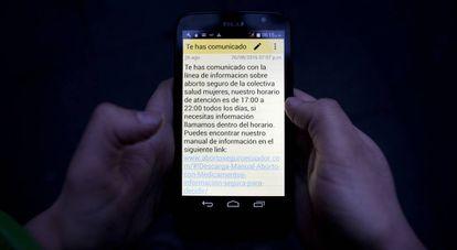 Chats encriptados a través de los cuales las comadres mantienen diálogos con las mujeres que buscan información para abortar.