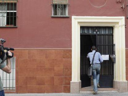 Edificio del barrio sevillano de Tiro de Línea, donde han sido realojadas dos familias de la corrala La Utopía.