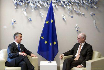 Fotografía facilitada por el Consejo Europeo de su presidente, Herman Van Rompuy, e Íñigo Urkullu.