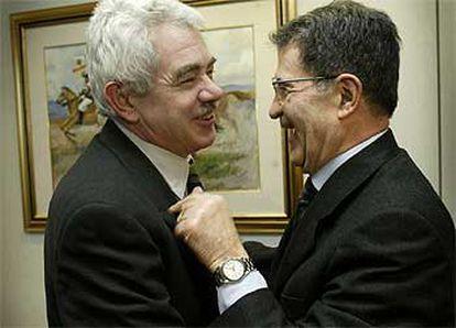 Pasqual Maragall y el presidente de la Comisión Europea, Romano Prodi, ayer en Bruselas.