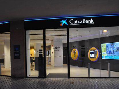 Una oficina de CaixaBank