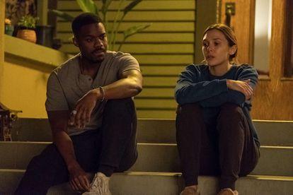 Jovan Adepo y Elizabeth Olsen, en 'Sorry for your loss'.