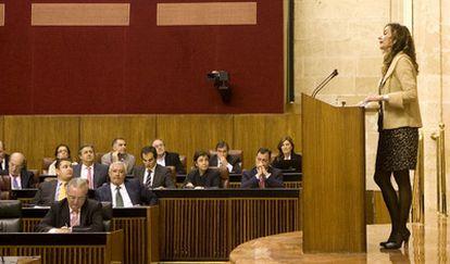 La consejera de Salud de la Junta de Andalucía, María Jesús Montero, durante su intervención en el pleno del Parlamento autonómico que ha aprobado la ley de muerte digna