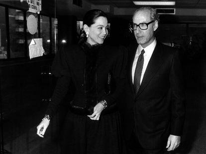 Isabel Preysler y Miguel Boyer el día de su boda en los juzgados de Madrid, en enero de 1988.
