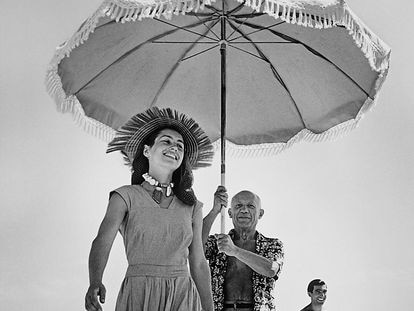 FRANCE. Golfe-Juan. August 1948. Pablo Picasso with Françoise Gilot and his nephew Javier Vilato, on the beach.