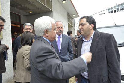 José Luis Baltar (izquierda) charla con el alcalde de Xinxo, Antonio Pérez, el pasado sábado.