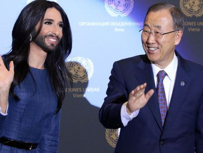 Conchita Wurst junto con el secretario general de la ONU, Ban Ki-moon.