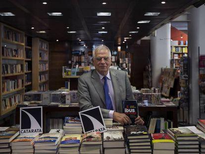 El exministro Josep Borrell presenta su libro 'Los idus de octubre' en Madrid.