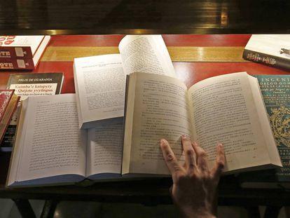 Diferentes ediciones en distintos idiomas de 'El Quijote' en la biblioteca del Congreso de los Diputados.