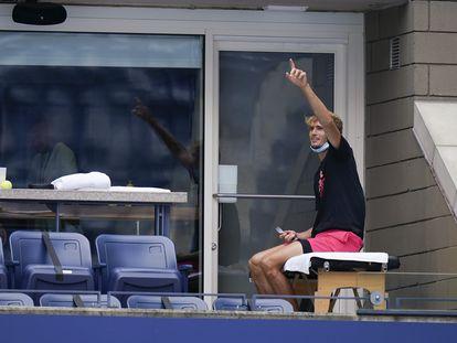 Zverev, durante la espera para el partido del pasado viernes contra Mannarino. / SETH WENIG (AP)