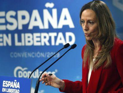La vicesecretaria de Comunicación del PP, Marta González, durante una rueda de prensa este lunes. / En vídeo, las declaraciones de Santiago Abascal, líder de Vox, este lunes, sobre su financiación.