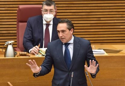 El diputado del PP Rubén Ibáñez defiende la enmienda a la totalidad de su grupo al proyecto de ley de Presupuestos de la Generalitat para 2021 este martes en las Cortes Valencianas.