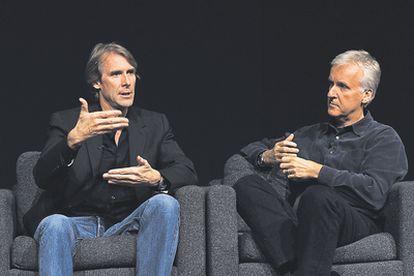 <b>Michael Bay debatiendo recientemente con James Cameron en un encuentro en Los Ángeles.</b>