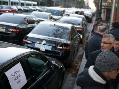 La Memoria Económica del decreto ley de Fomento calcula unos ingresos anuales de 52.667 euros por cada Uber y Cabify, cuyas licencias están en peligro