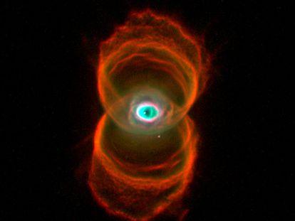 Nébula Hourglass en una imagen tomada por una cámara del telescopio espacial Hubble.