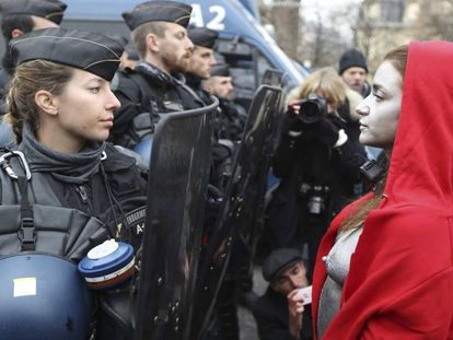 La fotografía tomada durante la última protesta de los 'chalecos amarillos'.
