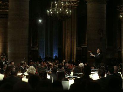 El director venezolano, durante el ensayo del concierto en Notre Dame.