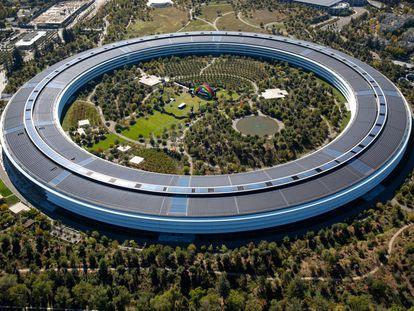 Vista aérea de la sede de Apple diseñada por Norman Foster en Cupertino (Estados Unidos).