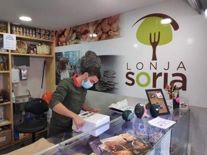 Óscar Moreno pertenece a una de las lonjas sorianas que distribuyen hongos.