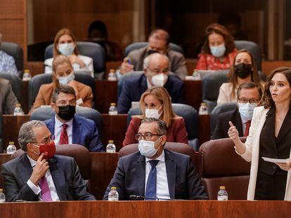 La presidenta madrileña, Isabel Díaz Ayuso, durante el pleno celebrado este jueves en la Asamblea de Madrid.