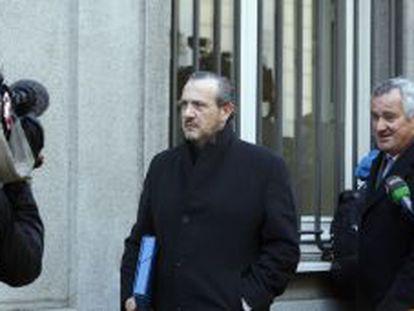 Jorge Dorribo (izquierda) acude al Supremo en compañía de su abogado en febrero de 2012.