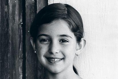 Inés Fernández-Ordóñez, con ocho años.