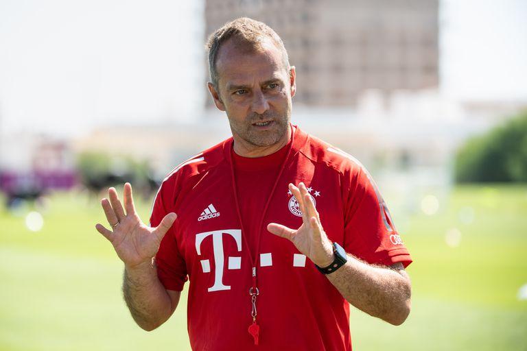 Hansi Flick, técnico del Bayern, este lunes en Lisboa durante un entrenamiento.