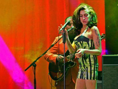 La cantante Amy Winehouse en un concierto en Belgrado en 2011.