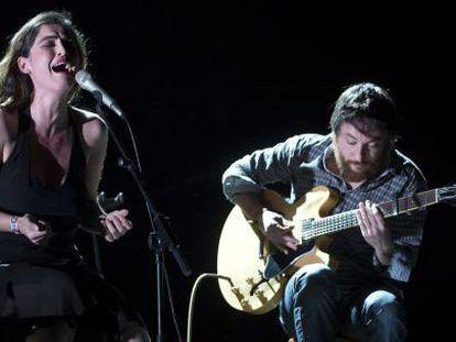 La cantante Silvia Pérez Cruz y Raúl Fernández en festival Primavera Sound en el Fórum de Barcelona.