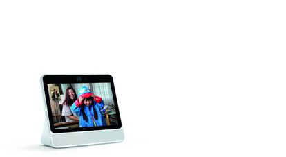 Portal es un punto más de acceso, por videoconferencia, a los contactos de Facebook que trae incluida una ayuda: Alexa.