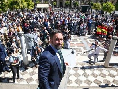 Acto del líder de Vox, Santiago Abascal, en la Plaza Nueva de Sevilla.