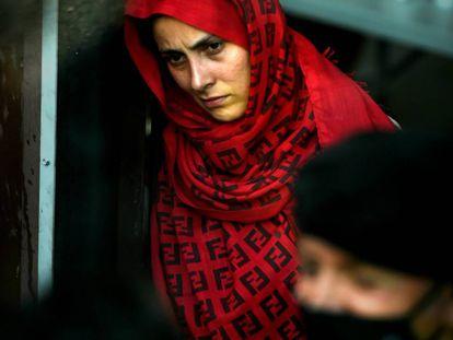 Una mujer tras llegar el 23 de agosto a la base aérea de Torrejón de Ardoz, en Madrid, a bordo de un avión con 260 personas procedentes de Afganistán.