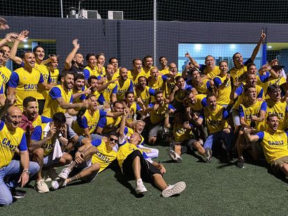La plantilla del Cádiz celebra el ascenso tras conocer la derrota del Zaragoza