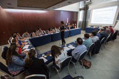 Un grupos de graduados en un taller de 'storytelling' de la Fundación Princesa de Girona.