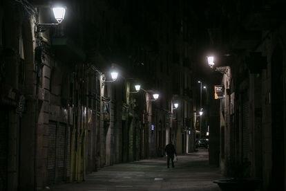 La calle Tallers de Barcelona, minutos despues del inicio del toque de queda.