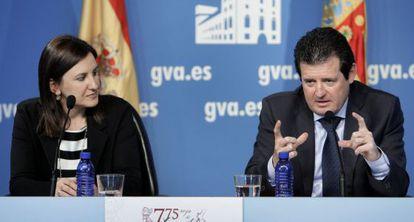 María José Català, consejera de Educación, y el vicepresidente José Ciscar, tras el pleno del Consell.