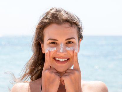 Destacamos una selección de protectores faciales para protegernos este verano de los efectos dañinos del sol.