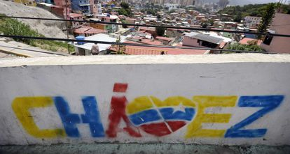 Una pintada recordando a Chávez en un barrio de Caracas.