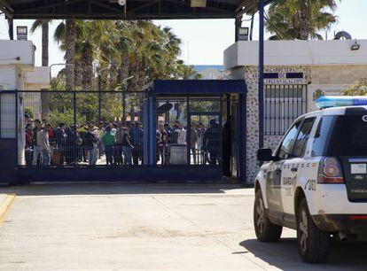 Entrada del Centro de Estancia Temporal de Inmigrantes (CETI) de Melilla.