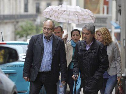 Francisco Rodríguez (izquierda) con sus colaboradores antes de la reunión del PSOE local.