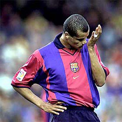 Rivaldo, con gesto contrariado, en un partido con el Barcelona.