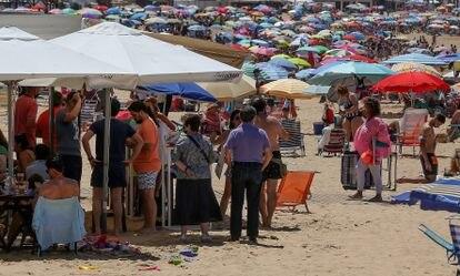 Playa de Regla, en Chipiona (Cádiz), este sábado.