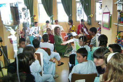 El aula hospitalaria Xeral-Cíes del Hospital de Vigo en la que imparte clase Julia Fernández.