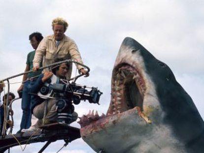 Tiburón  cumple este fin de semana 45 años. Repasamos cómo un director joven se hizo cargo de un proyecto monumental que hacía aguas por todos lados y se convirtió en un clásico precisamente gracias a sus carencias