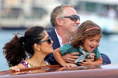 La actriz Salma Hayek y el empresario François-Henri Pinault, junto con su hija Valentina Paloma.