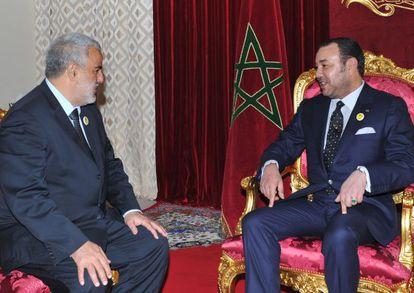 El rey Mohamed VI recibe al islamista Abdelilá Benkiran, el 29 de noviembre, y le anuncia su nombramiento como jefe del Gobierno.