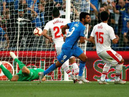 Ángel marca el primer gol del Getafe al Eibar.