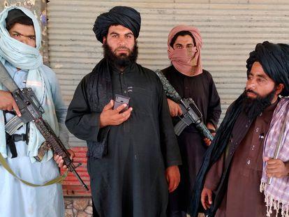 Combatientes talibanes, en la ciudad de Farah, este miércoles.
