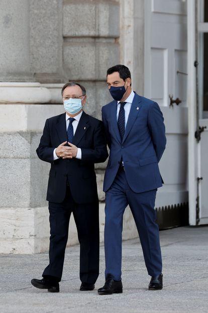 Los presidentes de Ceuta, Juan Jesús Vivas, a la izquierda, y de Andalucía, Juan Manuel Moreno, este jueves en el homenaje en Madrid a las víctimas del coronavirus.